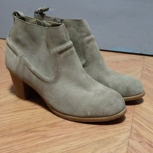 NWT Mossino supply boots